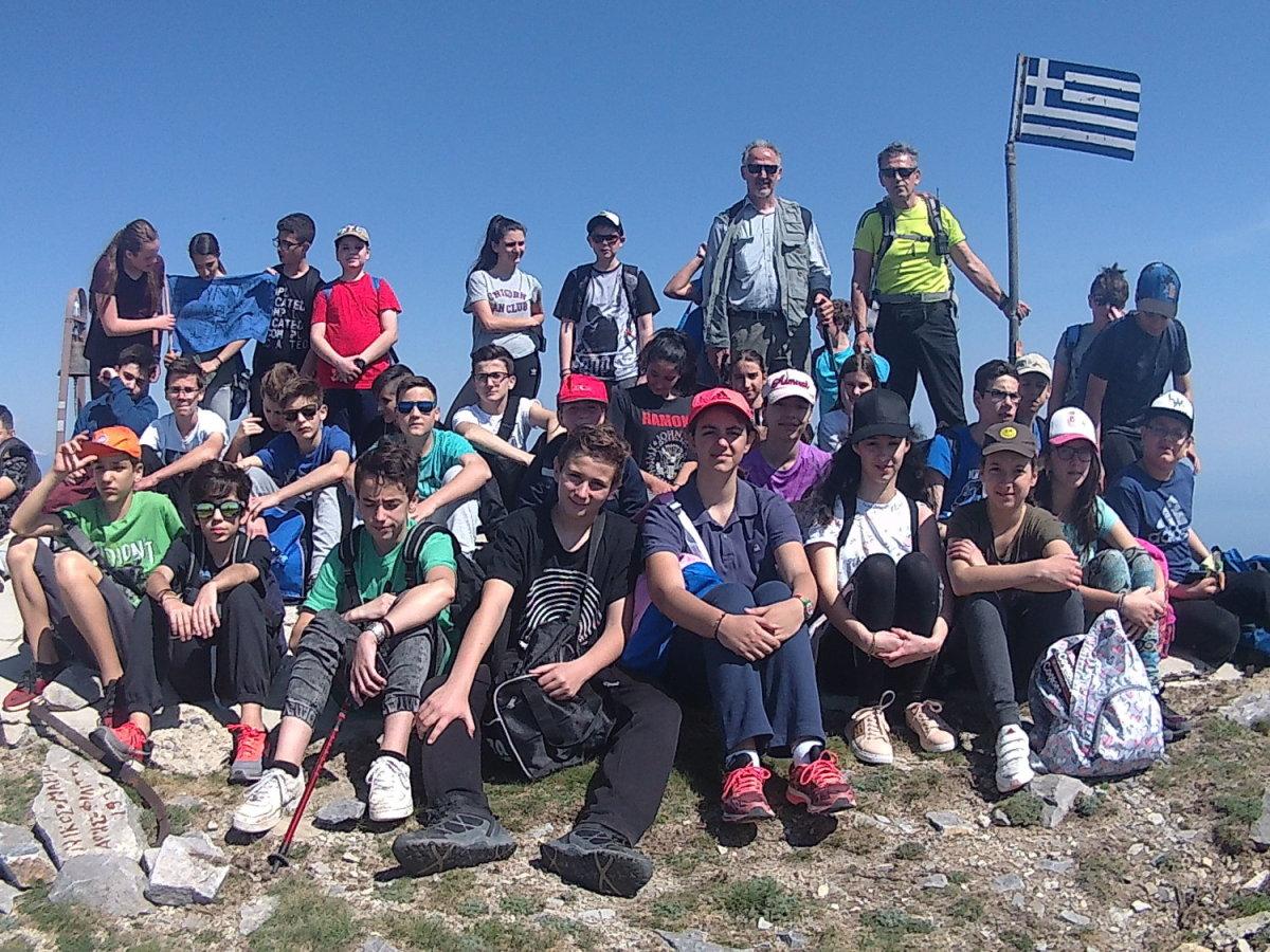 Μαθητές του 5ου Γυμνασίου Λάρισας στην κορυφή του Κισσάβου