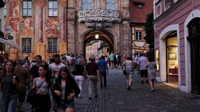 Stern: Δεν κοστίζει δεκάρα στους Γερμανούς η ελάφρυνση χρέους