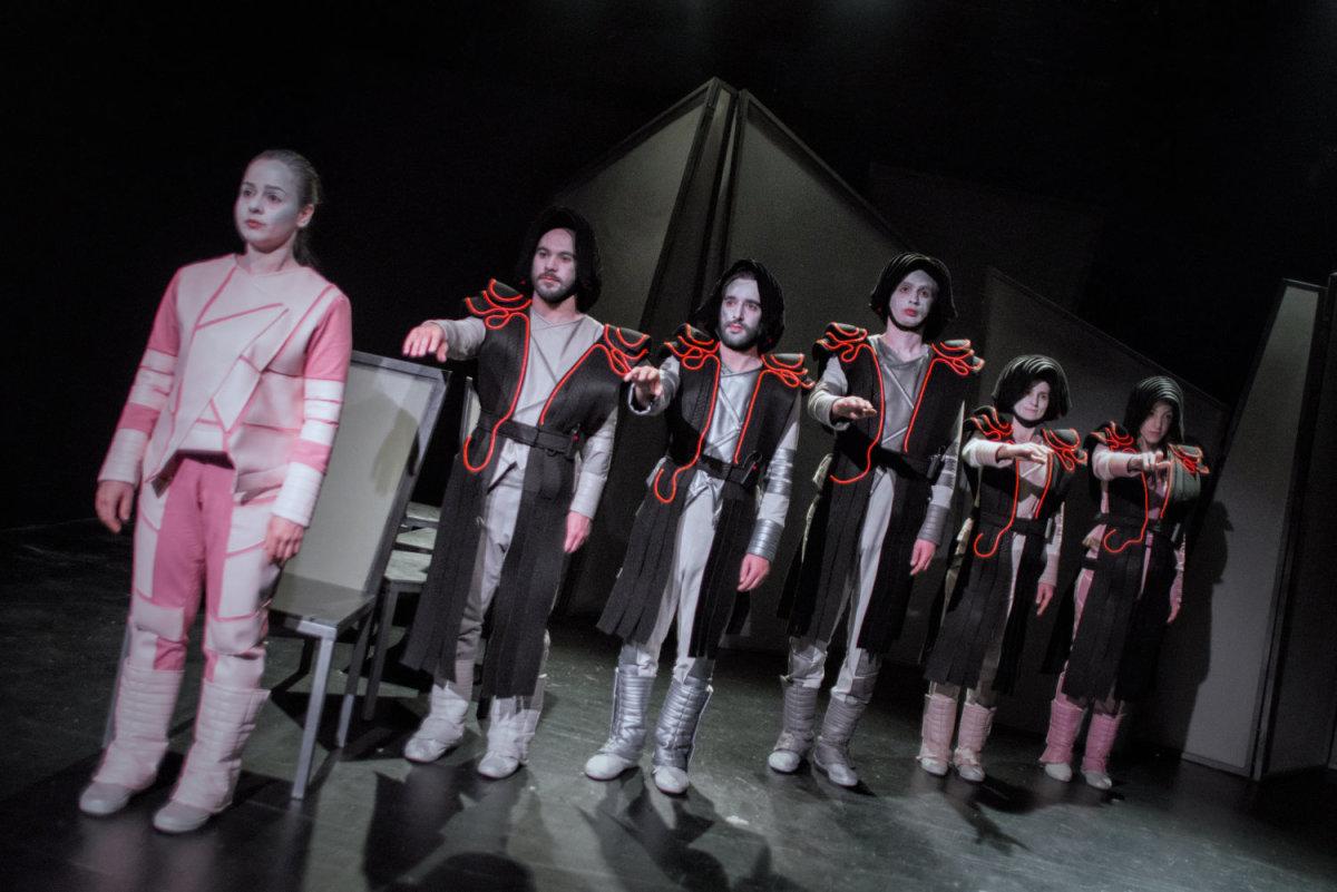 Τελευταίες παραστάσεις για το έργο «Υπό Έλεγχο» του Θεσσαλικού Θεάτρου