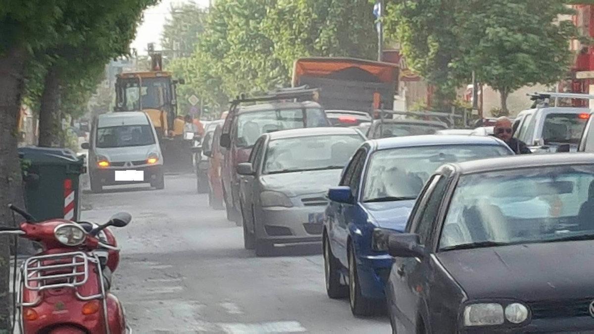 Διαμαρτύρονται οι κάτοικοι για την σκόνη στη Φαρσάλων (φωτ.)