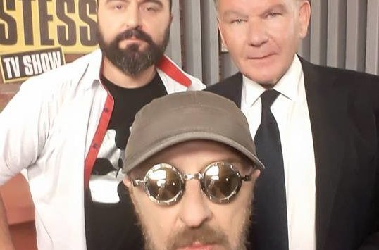 Selfie με τον Αλέξη! Κούγιας μέχρι τελικής πτώσεως απόψε στο TV Χώστες