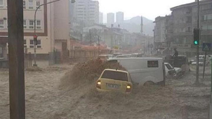 Πνίγηκε από τις πλημμύρες η Άγκυρα