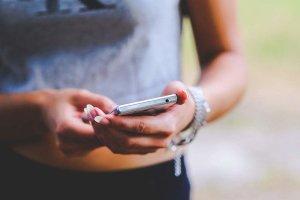 Δημοσκόπηση: Πιστοί στο Facebook παρά το σκάνδαλο διαρροής δεδομένων