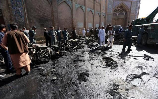 Αφγανιστάν: Τουλάχιστον 13 νεκροί από έκρηξη σε τέμενος