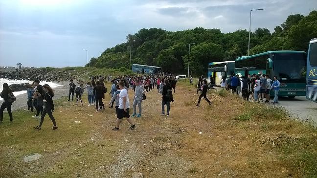Το 13ο Γυμνάσιο Λάρισας καθάρισε την παραλία Αγιοκάμπου