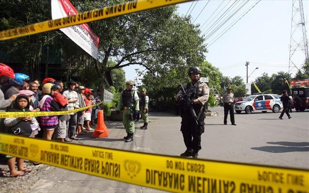Ινδονησία: Τουλάχιστον οκτώ νεκροί και 35 τραυματίες από τρομοκρατική επίθεση
