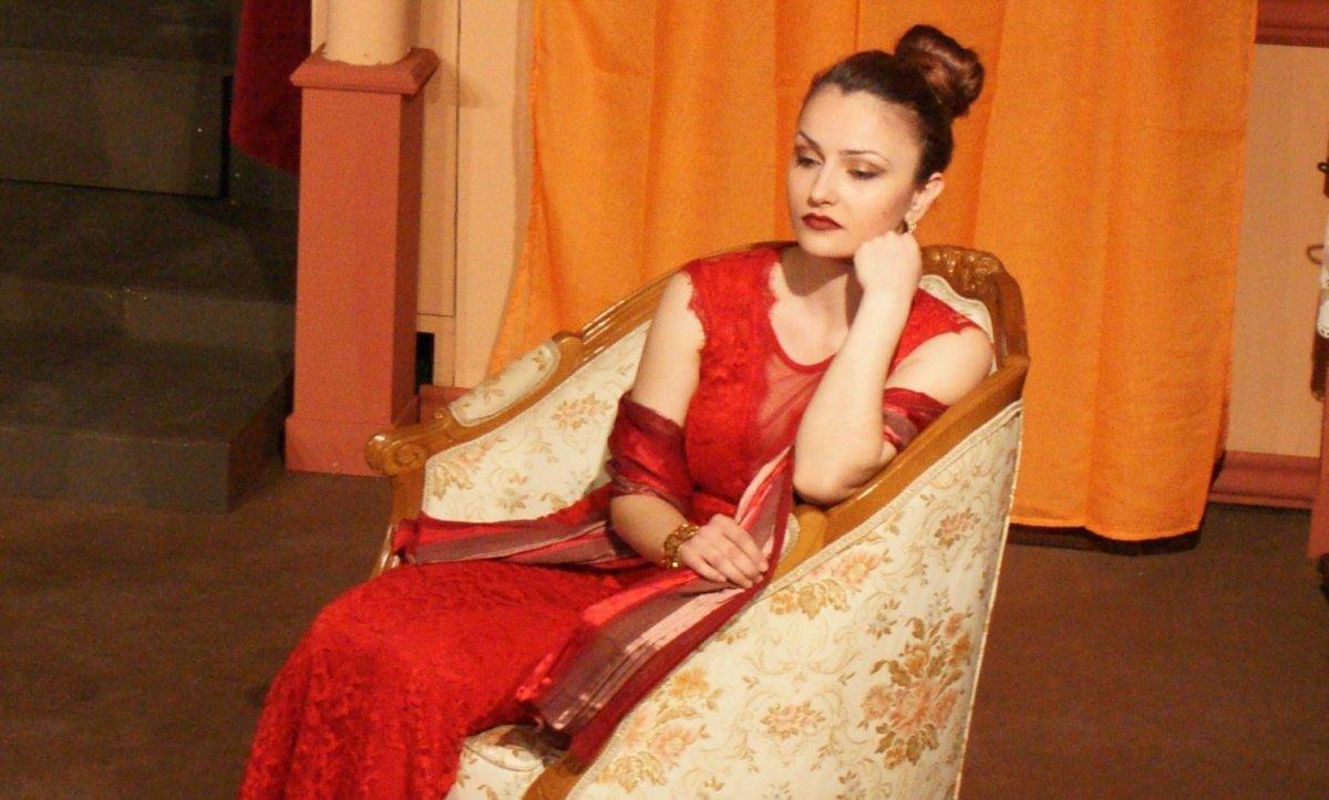 Θέατρο Τεχνών Λάρισας: Τελευταίες παραστάσεις για το έργο «Ένα πολύ πολύ αστείο κορίτσι»
