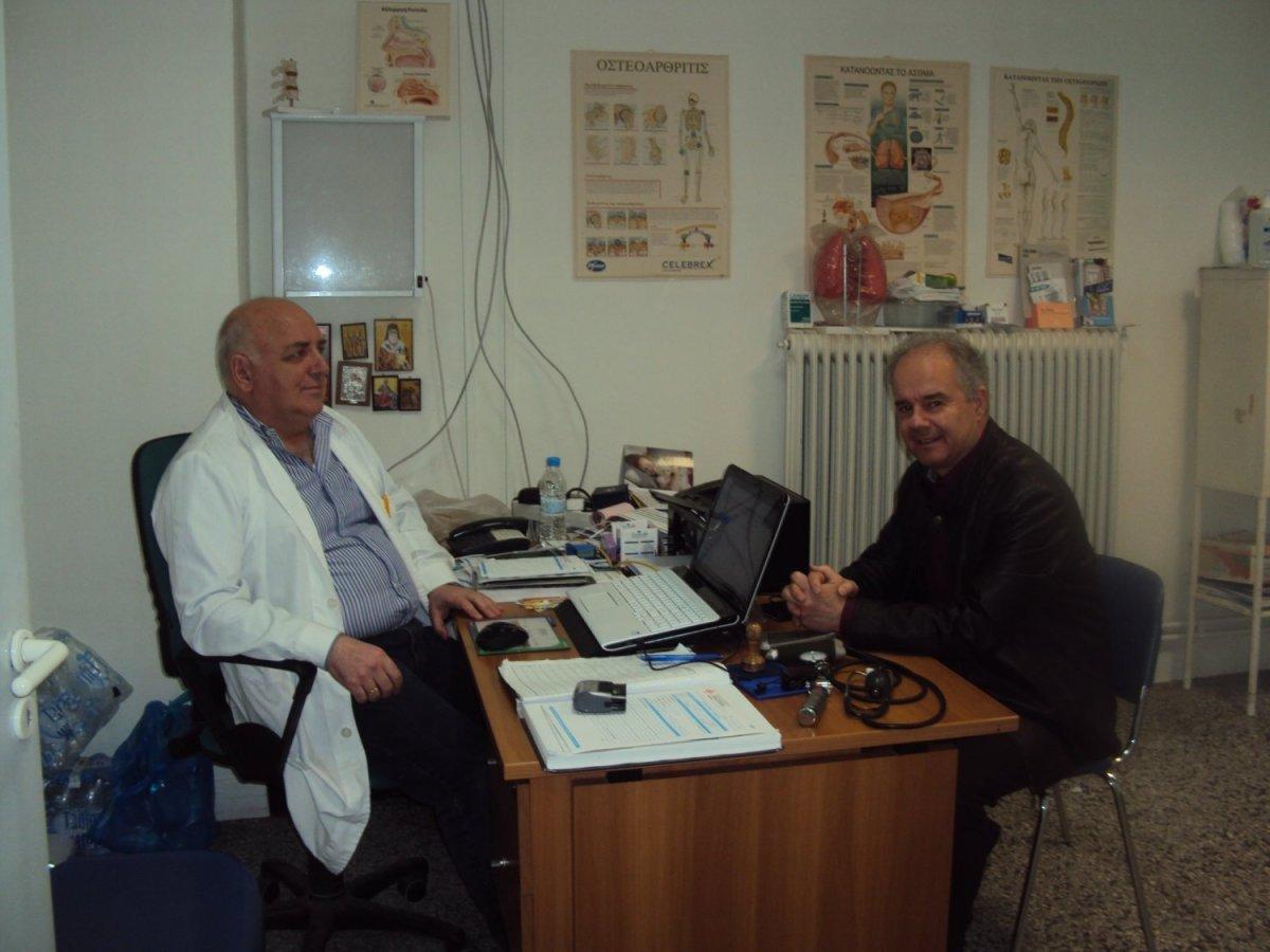 Στο πλευρό γιατρών και νοσηλευτών ο Γιώργος Μανώλης