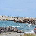 Βόλτα στη παραλία και ψάρεμα προτίμησαν οι λιγοστοί Λαρισαίοι (φωτ.)