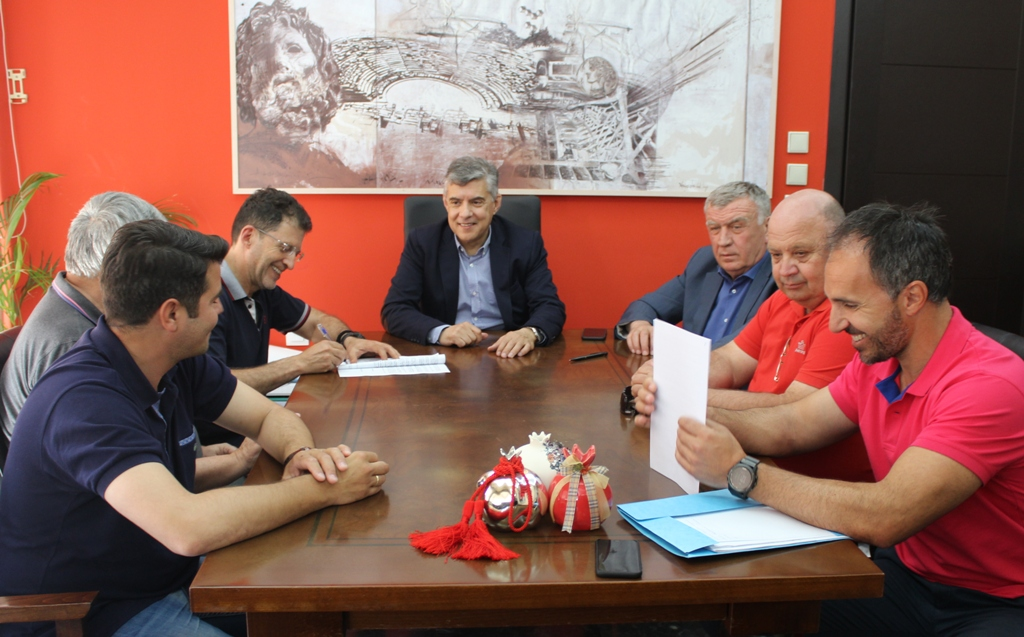 Περιφέρεια Θεσσαλίας: Ξεκινούν οι βελτιώσεις των κλειστών γυμναστηρίων Χάλκης και Πλατυκάμπου