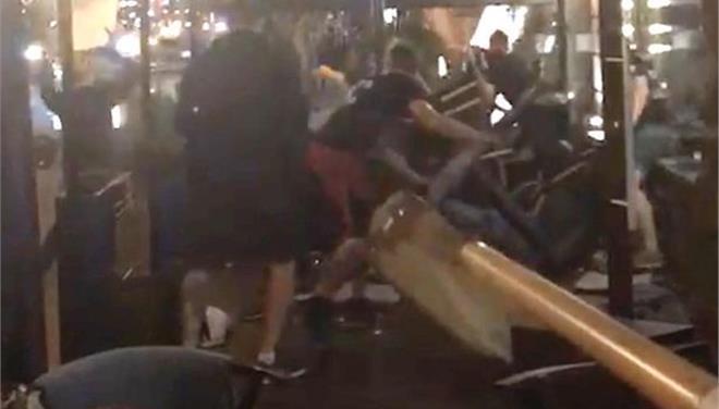 Επίθεση χούλιγκαν σε οπαδούς της Λίβερπουλ στο Κίεβο