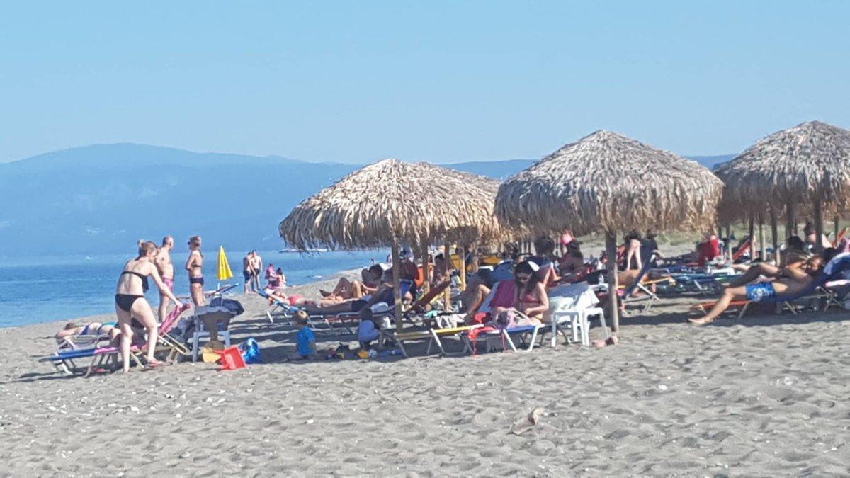 «Έπιασαν» παραλίες οι Λαρισαίοι (φωτ.)