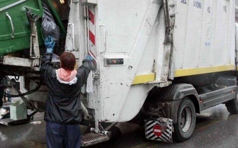 «Χωρίς ΚΤΕΟ κυκλοφορούν απορριμματοφόρα του Δήμου Τεμπών»