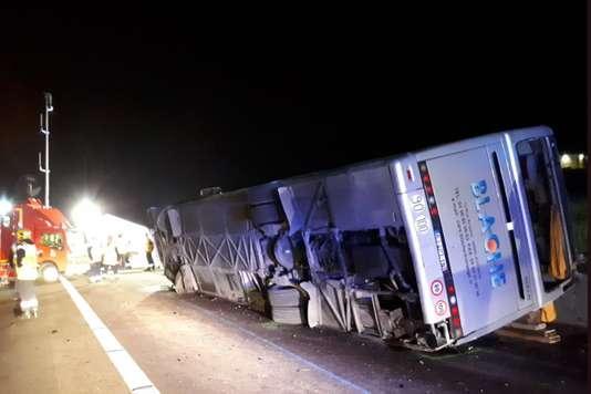 Τραγωδία στη Γαλλία – Νεκροί και σοβαρά τραυματίες από ανατροπή λεωφορείου