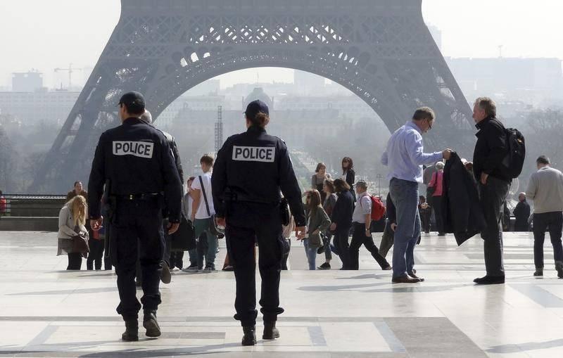 Παρίσι: σκαρφάλωσε σε πολυκατοικία για να σώσει ένα 4χρονο παιδί κρεμασμένο στο κενό