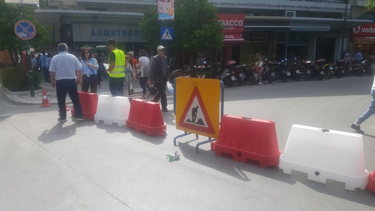 Λάρισα: Έκλεισε η οδός Μεγ. Αλεξάνδρου (φωτ.)