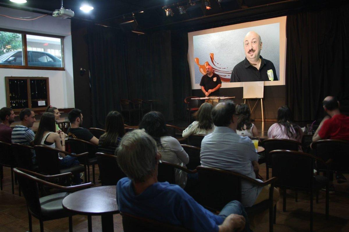 Ο σκιτσογράφος Δημήτρης Νικολαΐδης στον Χορίαμβο