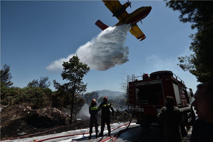 Φωτιά σε απόσταση «αναπνοής» από σπίτια