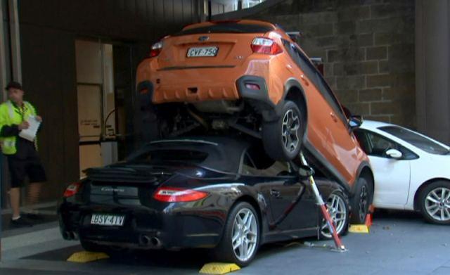 Ο χειρότερος παρκαδόρος του κόσμου – Διέλυσε μια μαύρη Porsche Carrera (φωτ.)