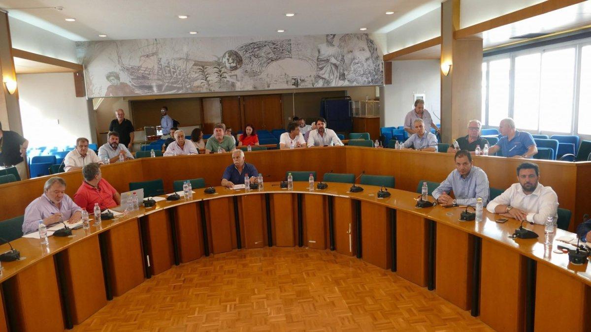 Βαριές εκφράσεις και ένταση στο Περιφερειακό Συμβούλιο (φωτ.+βίντεο)