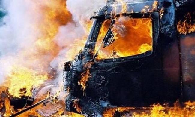 Λάρισα: «Λαμπάδιασε» φορτηγό τα ξημερώματα