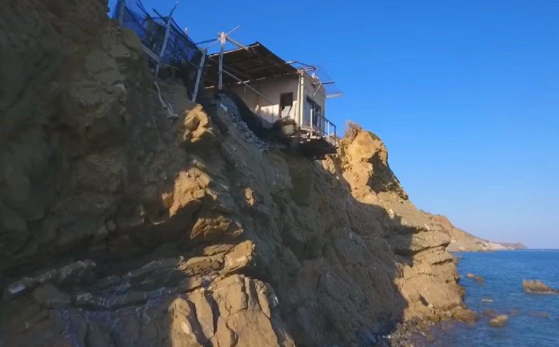 Το σπίτι που «αιωρείται» στον γκρεμό (βίντεο)
