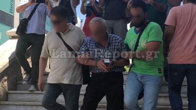 Λαμία: Κλείδωνε τις πόρτες και έβαζε δυνατά εκκλησιαστική μουσική ο δικηγόρος