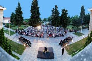 Τελετή αποφοίτησης σπουδαστών του Perrotis College (φωτ.)