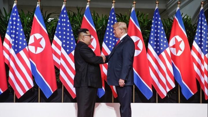 Έγινε η ιστορική συνάντηση Ντόναλντ Τραμπ με τον Κιμ Γιονγκ Ουν