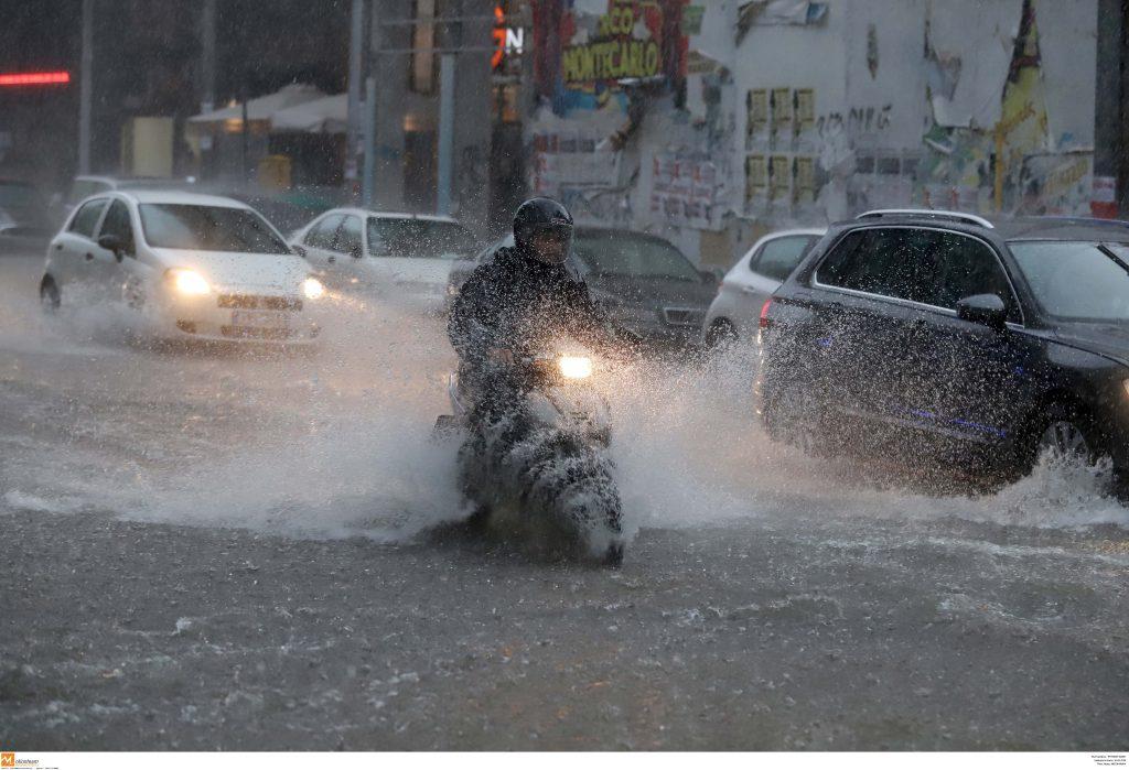 Πνίγηκε η Θεσσαλονίκη! Ποτάμια οι δρόμοι και χαλάζι (φωτ.- video)