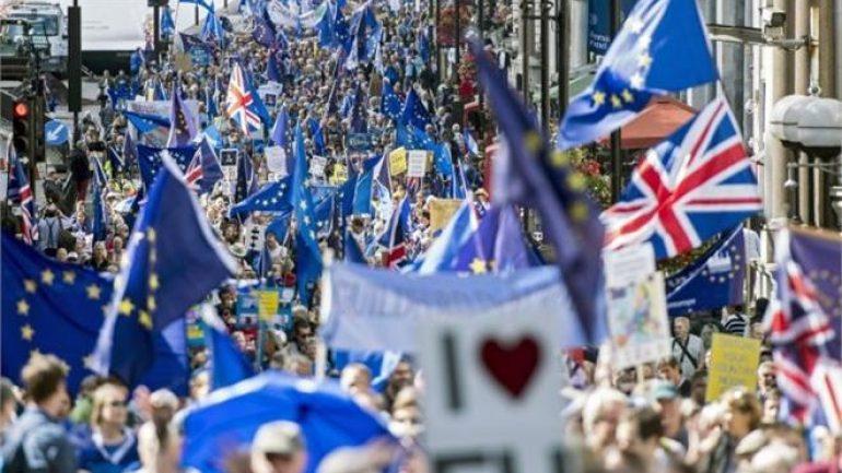 Ογκώδης πορεία κατά του Brexit στο Λονδίνο