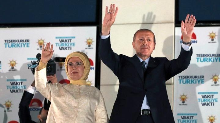 Ο Ερντογάν πανηγυρίζει την επανεκλογή του στην προεδρία της Τουρκίας