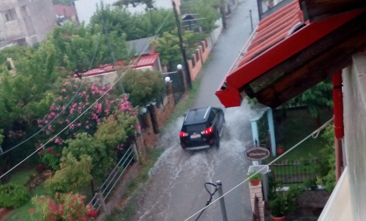 Λάρισα: Πλημμύρισαν σε Μεσάγκαλα και Καστρί – Λουτρό (φωτ.)