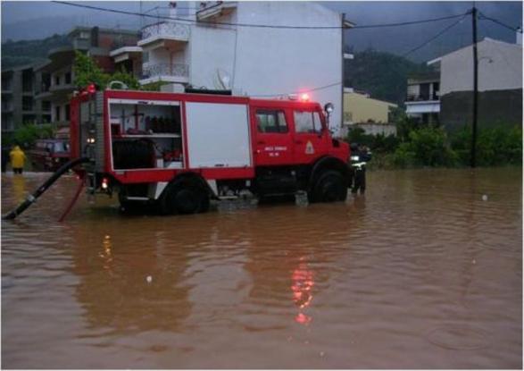 Έντονη βροχόπτωση στη Μαγνησία: Πλημμύρισαν οι δρόμοι