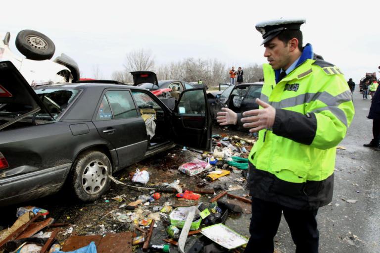 Ασύλληπτη τραγωδία με 3 νεκρούς και 7 τραυματίες σε φοβερό τροχαίο