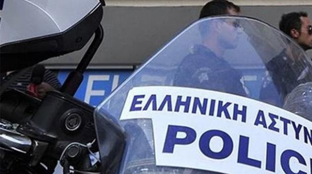 Συνελήφθησαν 2 στελέχη της ΝΔ για κύκλωμα παράνομων ελληνοποιήσεων