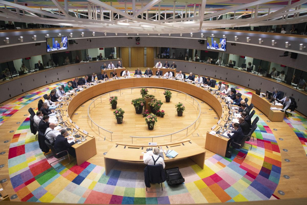 Σύνοδος Κορυφής: Συμφωνία για το μεταναστευτικό μετά από μαραθώνιες διαπραγματεύσεις