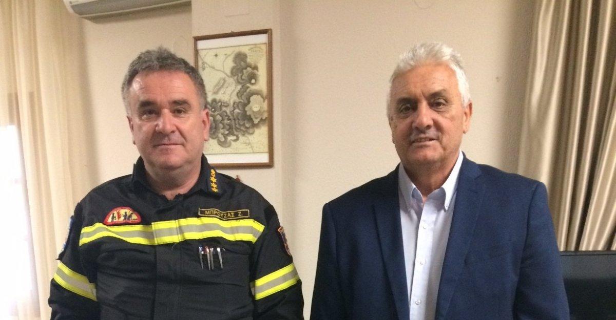 Στον δήμαρχο Τεμπών ο νέος διοικητής της Πυροσβεστικής