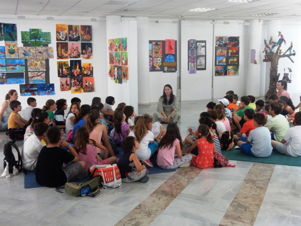 Στη Δημοτική Πινακοθήκη παιδιά από τη «Κατασκήνωση στη Πόλη»
