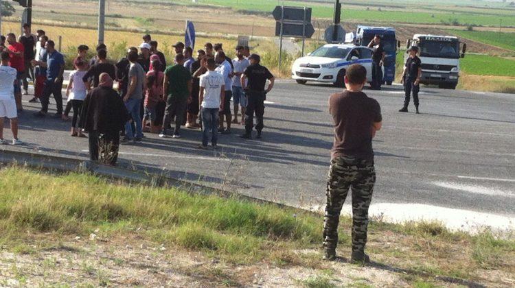 Διαμαρτυρία προσφύγων στην Ε.Ο. Λάρισας – Τρικάλων