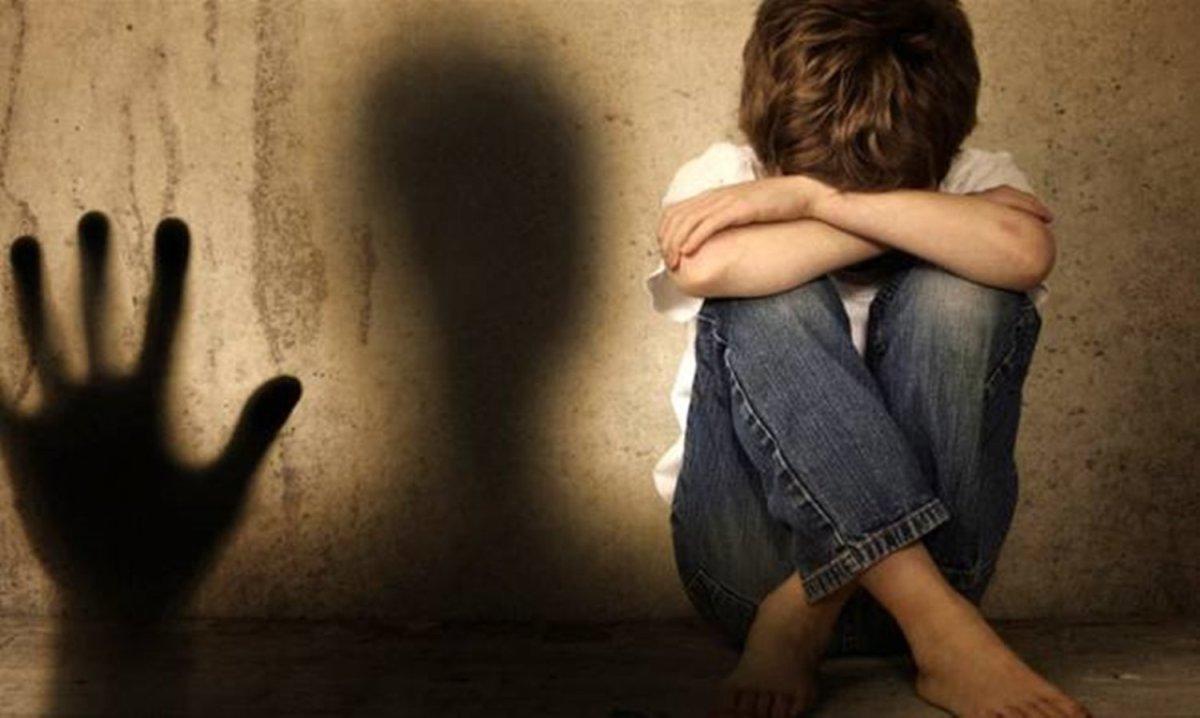 Φρίκη: 37χρονος βίαζε μαζί με τον σύντροφό του τον 12χρονο γιο του