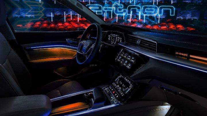 Αποκαλύφθηκε το διαστημικό εσωτερικό του Audi e-tron