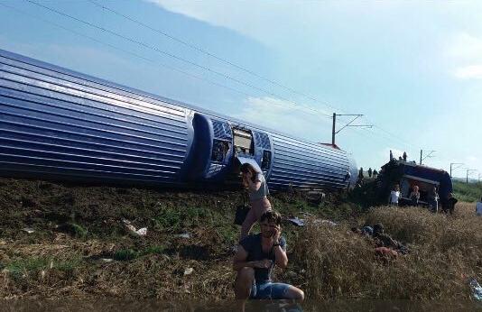 Τουρκία: Τουλάχιστον 10 νεκροί και 73 τραυματίες από τον εκτροχιασμό τραίνου