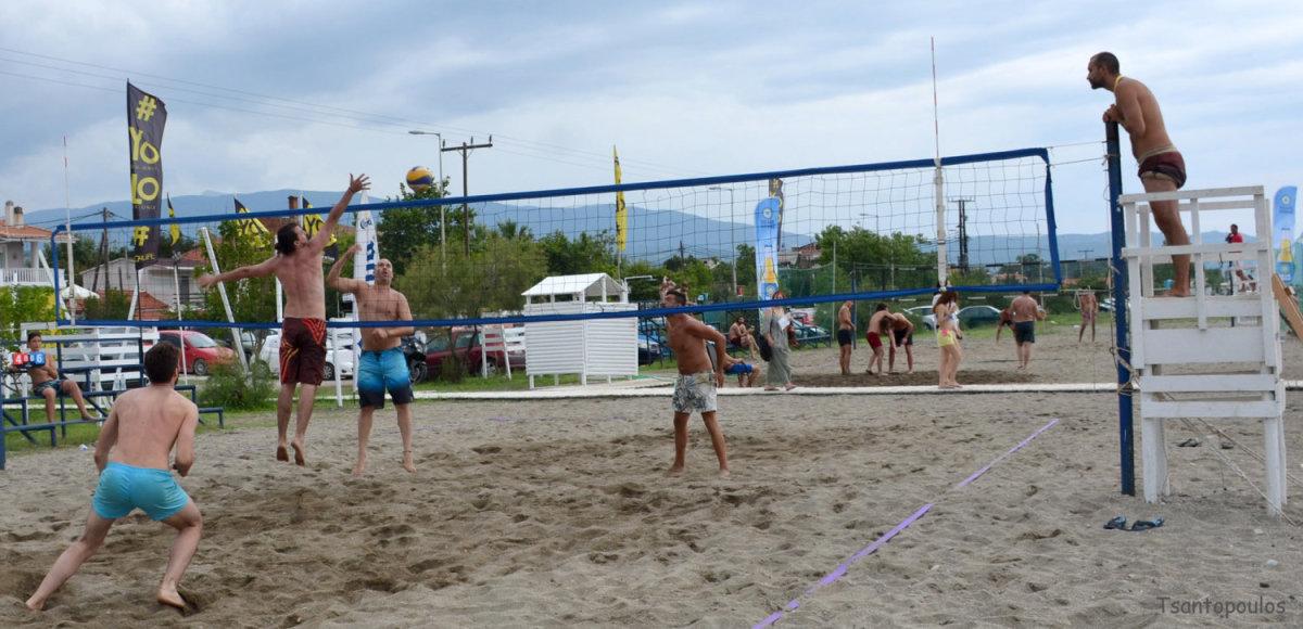 Θεαματικό Βeach Volley Agiokampos στην παραλία YOLO (φωτ.)