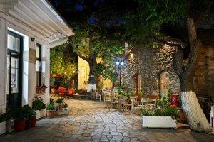 Σε αυτό το ελληνικό χωριό τα καταστήματα ανοίγουν στις 11 το βράδυ