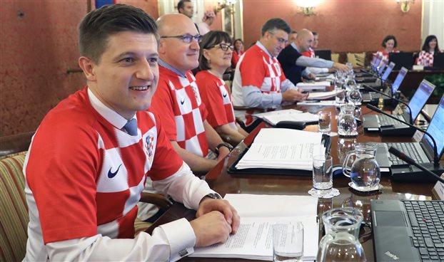 Κροατία: Οι υπουργοί έβαλαν φανέλες της εθνικής ποδοσφαίρου