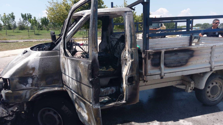 φωτια φορτηγακι λαρισα (7)