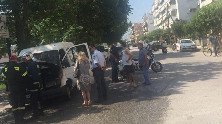 Τρόμος με φλεγόμενο φορτηγάκι στα Τρίκαλα (φωτ.)