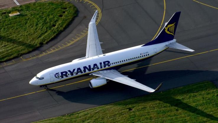 Αναγκαστική προσγείωση αεροσκάφους της Ryanair – 33 επιβάτες στο νοσοκομείο