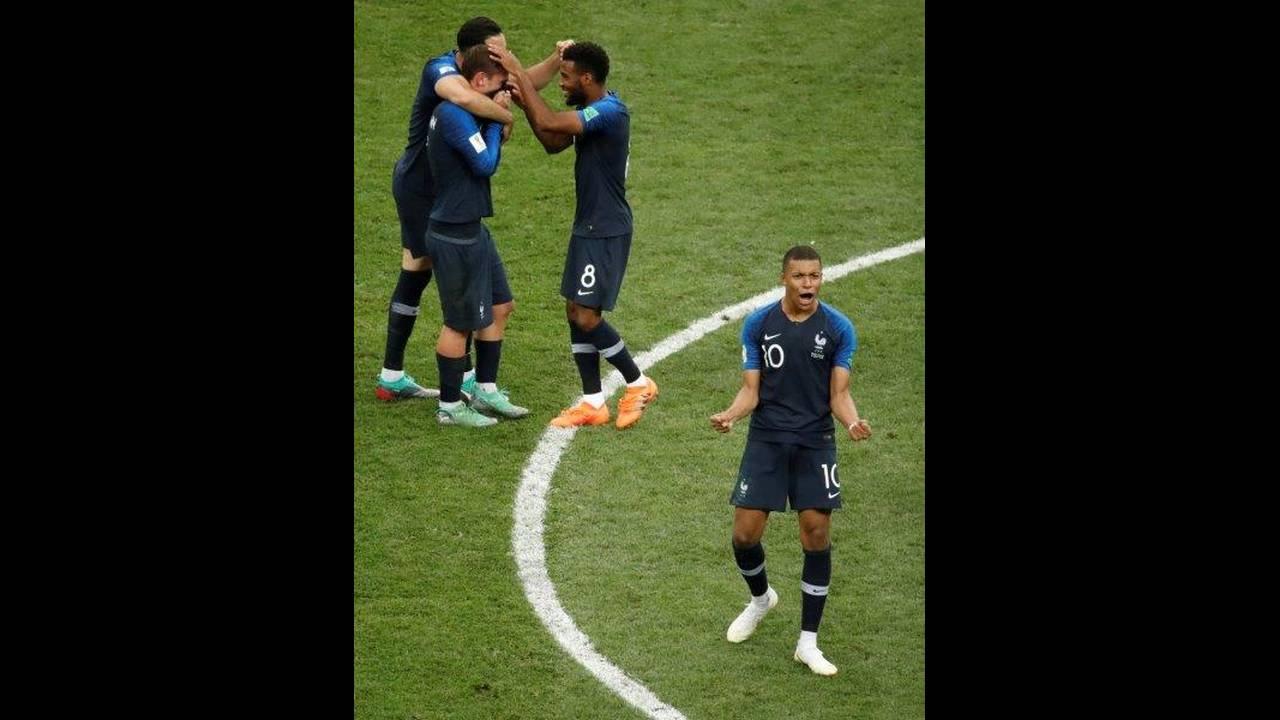 2018-07-15T170127Z_1392518586_RC1A4E7C03E0_RTRMADP_3_SOCCER-WORLDCUP-FINAL